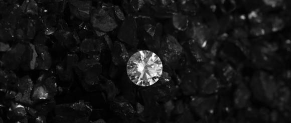 Pastikan Berlian Anda Asli dengan Cara Sederhana Ini