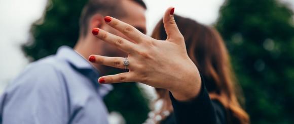 5 Alasan Mengapa Pasangan Tak Kunjung Melamar